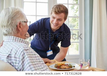 lunch · verpleeginrichting · vriendelijk · verpleegkundige · ouderen · tijd - stockfoto © pressmaster