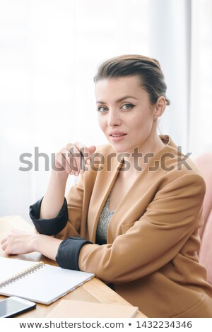 Dama lista tareas retrato contenido morena Foto stock © pressmaster