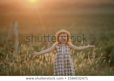 Baby dziewczyna spaceru wcześnie wiosną Zdjęcia stock © ElenaBatkova