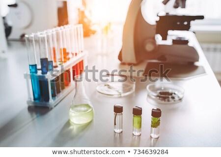 Medycznych laboratorium tabeli mikroskopem Zdjęcia stock © robuart