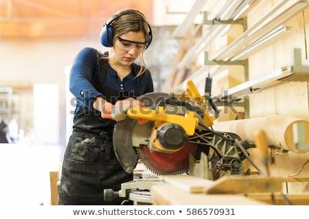 Femme charpentier bois planche mètre à ruban bois Photo stock © vladacanon