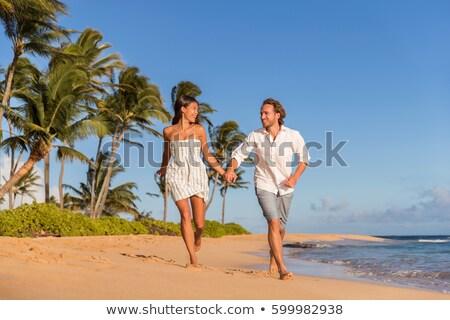 Glücklich Paar läuft Strand romantischen Hawaii Stock foto © Maridav