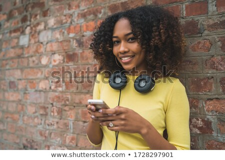 belo · africano · americano · mulher · música · em · pé - foto stock © dash