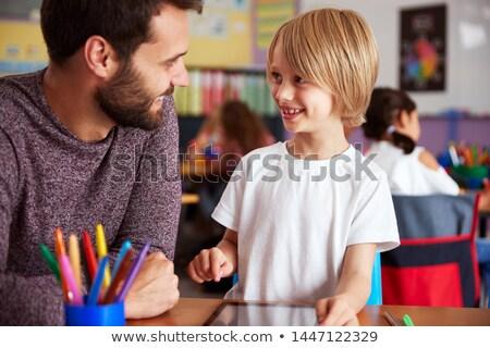 tanár · segít · fiú · digitális · táblagép · osztály - stock fotó © highwaystarz