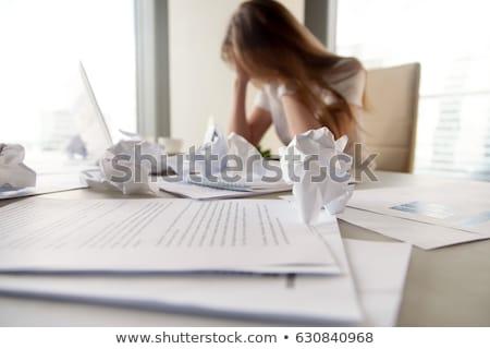 enterrado · documentos · jovem · escritório · negócio · trabalhar - foto stock © hasloo