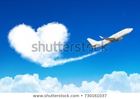 nuage forme coeur forme ciel amour photo stock konrad b k konradbak 5593820. Black Bedroom Furniture Sets. Home Design Ideas