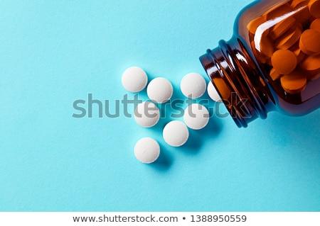 Foto stock: Pílulas · fora · recipiente · colorido · isolado · saúde