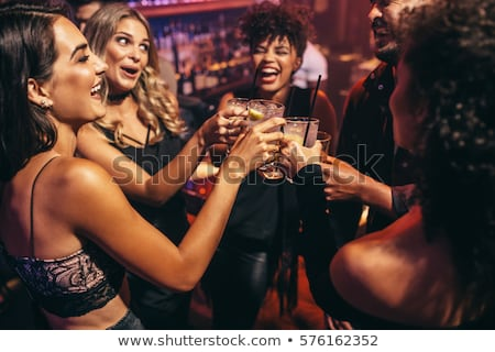 Groep vrouwen drinken cocktails bar multiculturele Stockfoto © Kzenon