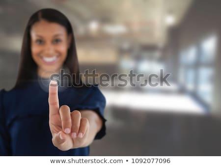 Vrouwelijke uitvoerende onzichtbaar virtueel scherm Stockfoto © wavebreak_media