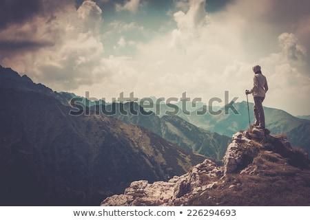 Homem caminhadas montanha trilha diversão caminhada Foto stock © IS2