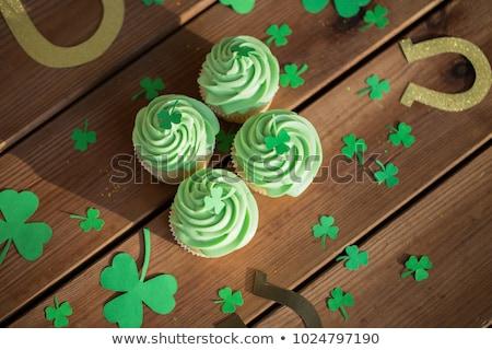 Zöld minitorták shamrock Szent Patrik napja ünnepek ünneplés Stock fotó © dolgachov