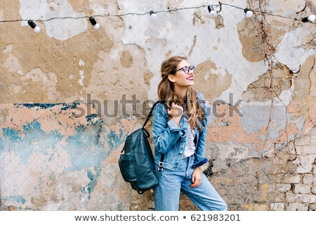 Bela mulher jeans terno posando Foto stock © acidgrey