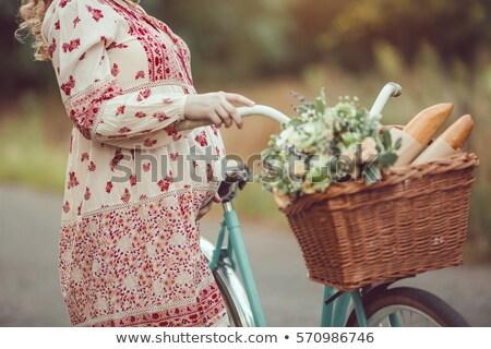 беременна девушки ретро французский стиль велосипед Сток-фото © artfotodima
