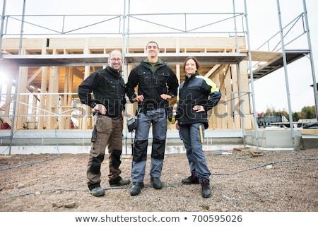 Feminino carpinteiro em pé mãos quadril casa Foto stock © wavebreak_media