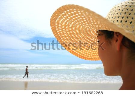 Piękna kobieta tropikalnej plaży Kuba plaży uśmiech szczęśliwy Zdjęcia stock © Lopolo