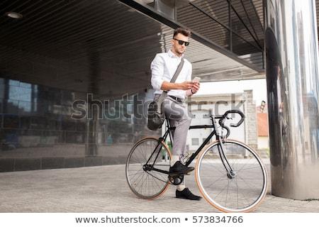 Adam sabit dişli bisiklet sokak Stok fotoğraf © dolgachov