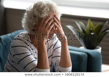 mujer · maduro · edad · dolor · de · cabeza · rubio · aislado - foto stock © photography33