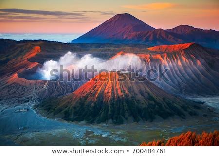 teken · vulkaan · eiland · hemel · water · huis - stockfoto © ldambies