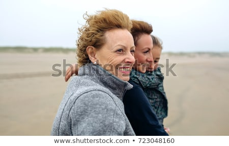 Tres generaciones abuela madre hija playa Foto stock © photography33