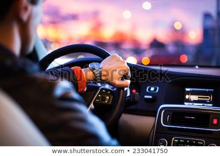 運転 · 車 · 1泊 · 男 · 現代 · 市 - ストックフォト © lightpoet