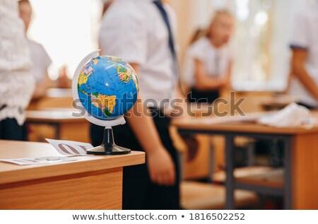 Földrajz tanár mutat valami diákok világtérkép Stock fotó © oblachko