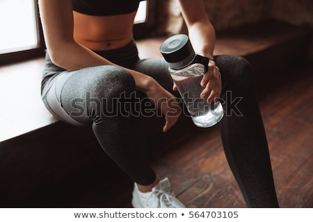 lata · sportu · dopasować · kobieta · pić · manierka - zdjęcia stock © deandrobot