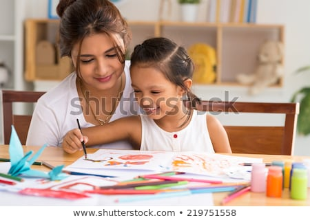 Foto stock: Little · girl · mamãe · pintura · plástico · isolado
