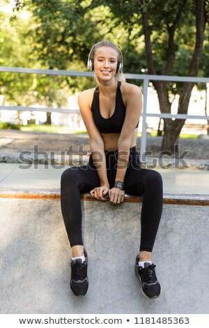 すごい 幸せ 小さな スポーツ 女性 座って ストックフォト © deandrobot