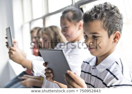 группа любопытный детей смотрят таблетка экране Сток-фото © Lopolo