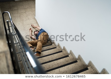 érett · férfi · lépcsőház · cédula · ősz · baleset · férfi - stock fotó © andreypopov