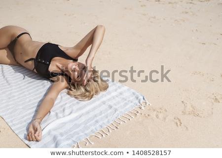 kobieta · plaży · uśmiechnięta · kobieta · uśmiechnięty · szczęśliwy · zimą - zdjęcia stock © photography33