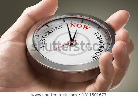 Tempo viver relógio texto branco parede Foto stock © limbi007