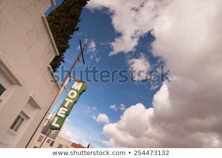 Neon motel teken blauwe hemel witte wolken Stockfoto © cboswell