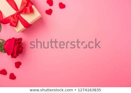 Foto stock: Vermelho · caixa · de · presente · forma · de · coração · amor · dia · dos · namorados · casamento
