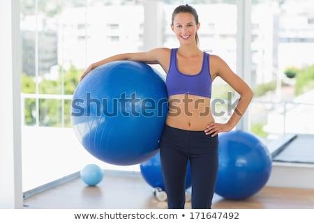idős · nő · testmozgás · labda · súlyzók · klinika - stock fotó © wavebreak_media