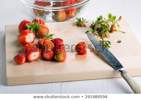 Plastry truskawek deska do krojenia żywności czerwony truskawki Zdjęcia stock © wavebreak_media