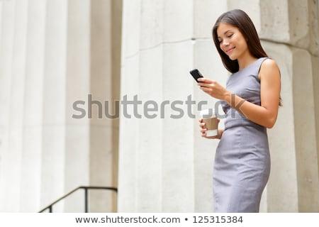 Stock fotó: Kínai · nő · telefonál · sétál · iszik · kávé · boldog