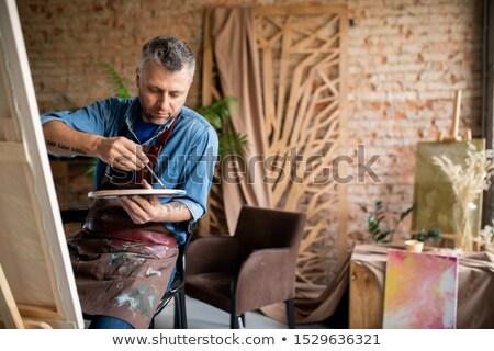 Kreatív középkorú férfi kötény színek paletta festmény Stock fotó © pressmaster
