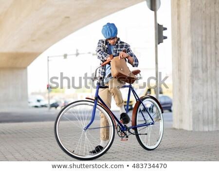 Uomo spalla bag fissato attrezzi Foto d'archivio © dolgachov