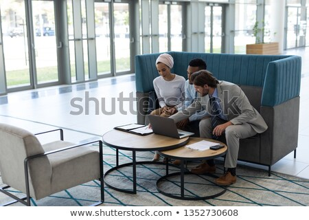 Oldalnézet fiatal több nemzetiségű üzletemberek megbeszél laptop Stock fotó © wavebreak_media