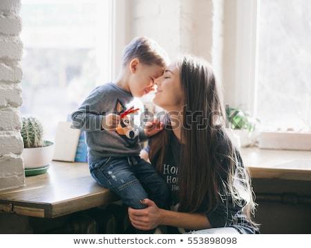 garçon · mère · permanent · blanche · sourire · portrait - photo stock © iofoto