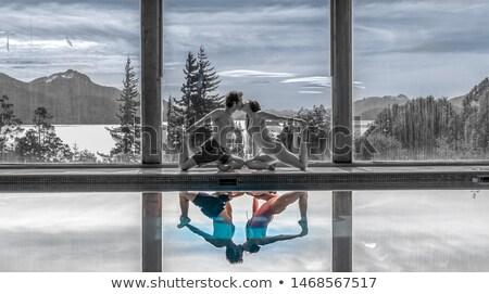 Photo stock: Famille · posant · lac · famille · heureuse · eau