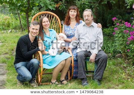 Foto stock: Família · grande · grupo · posando · jardim · avós · família
