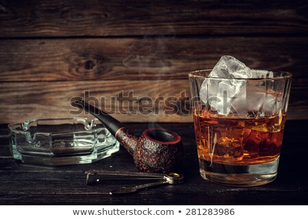Photo stock: Pipe · tabac · verre · table · en · bois · fond · fumée