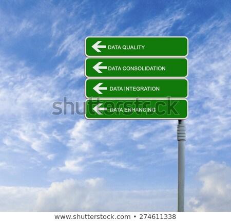 Veri bütünleşme yeşil karayolu tabelasını yerel Stok fotoğraf © tashatuvango