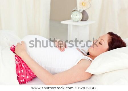 Portret gelukkig zwangere vrouw bed aanraken buik Stockfoto © traza