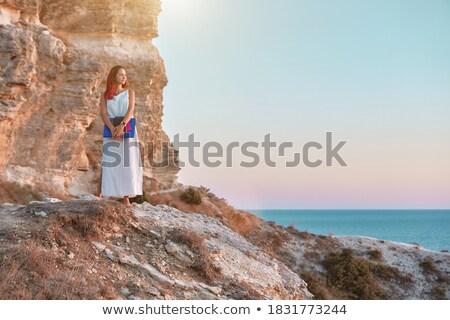 Stock fotó: Nő · fehér · ruha · tenger · felemelt · kezek · áll · kék