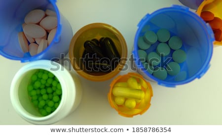 Différent médicaments table drogue crime Photo stock © dolgachov