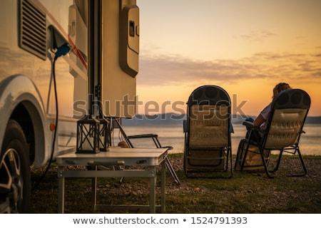 Vrouw ontspannen kampeerder van park jonge vrouw Stockfoto © wavebreak_media