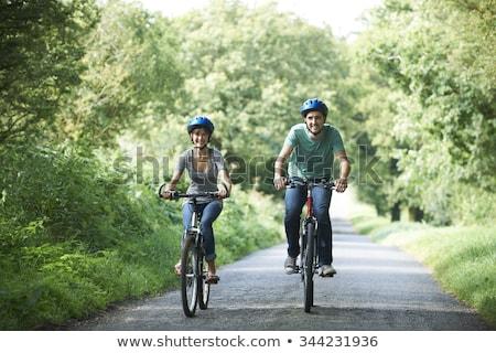 genç · gülümseyen · kadın · bisiklet · sepet · tok · çiçek - stok fotoğraf © is2